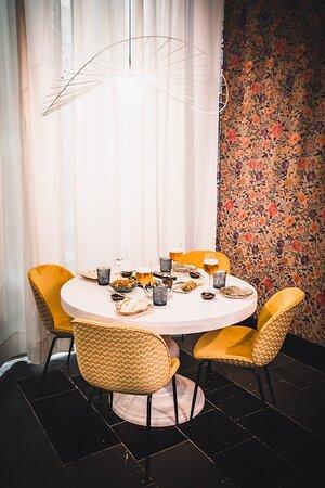 Mesas redondas para disfrutar con los tuyos de la mejor oferta gastronómica japonesa-fusión