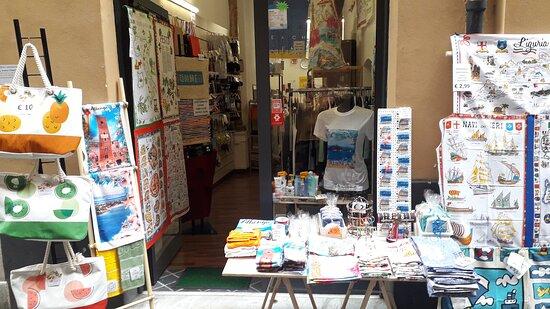 🏪 souvenir  Albenga Liguria  Italia