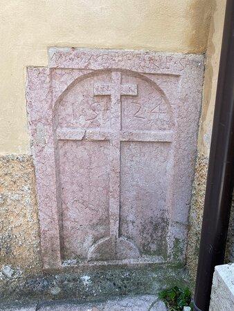 Chiesa del XVI secolo costruita su un precedente edificio religioso. Tosse campanaria del 1938-1940