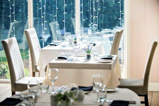 Othello's Restaurant table set up