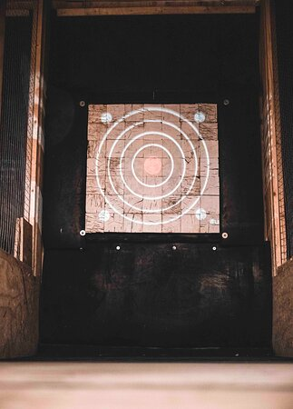 We use revolutionary end grain targets to ensure better throwing experiences