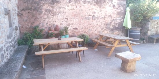 El Royo, Spanyol: Interior, terraza y futbolin.