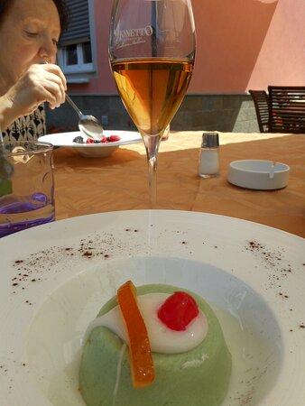 Cassatina siciliana con calice di zibibbo