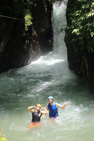 منتزه مانويل أنطونيو الوطني, كوستاريكا: Waterfall Pura Vida!