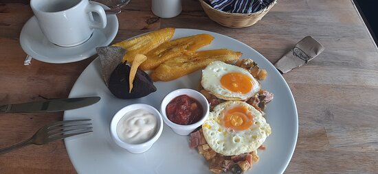 Huevos Rotos se los recomiendo el mejor restaurante de santiago atitlan  restaurante el mana