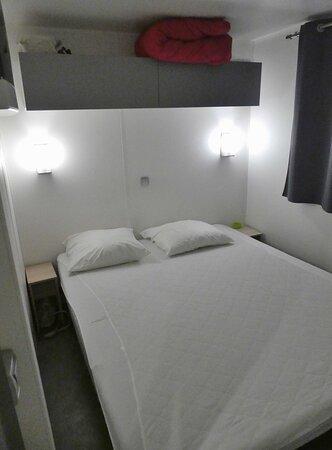 La chambre dans le mobil-home duo confort.