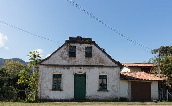 Casarões antigos pela região da atração.
