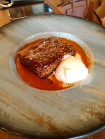 Steak, seafood, chicken, vegan & vegetarian and sharing platters.