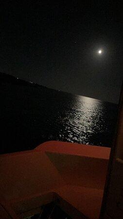 La mia prima recensione in assoluto!!! È la prima volta che rimango così tanto soddisfatto !!! Il capitano è magnifico !! La pulizia della barca è incredibile!!! Mangiare top più di un ristorante !!! L uscita serale è spettacolare con tramonti incredibili e avvistamenti delfini certi con un capitano così  !!! L'uscita giornaliera altrettanto incredibile con mangiare e posto incredibili!!! CONSIGLIATISSIMO !!!!!