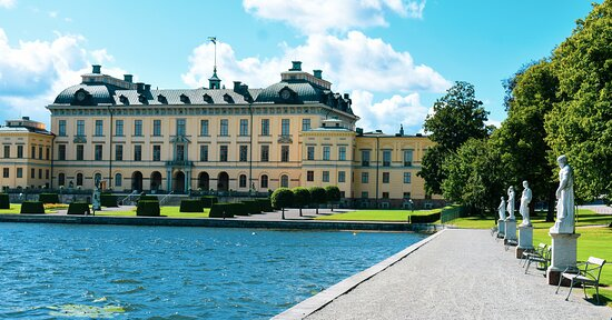 Wonderful day trip to the royal Drottningholm palace from Stockholm city, was truly enchanting. The history & charm of the palace architecture & it's surrounding gardens was what enticed me & my wife to hop on the boat via Lake Malaren.  Journey through the pristine water, close to an hour gave us scenic views from the deck, right from the moment it steamed off from Klara Malarstrand.  The palace is located on the island of Lovon, and built in a grand style, that oozes luxury from every corner ❤