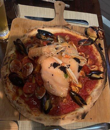 Ottima, eccellente pizza numero 1 Gestori  Katia e Mario  eccellenti.