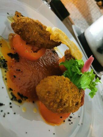 Cosa dire... La cena comincia con gli occhi, piatti bellissimi e dai sapori indimenticabili. Posto stupendo, staff cordiale e preparato