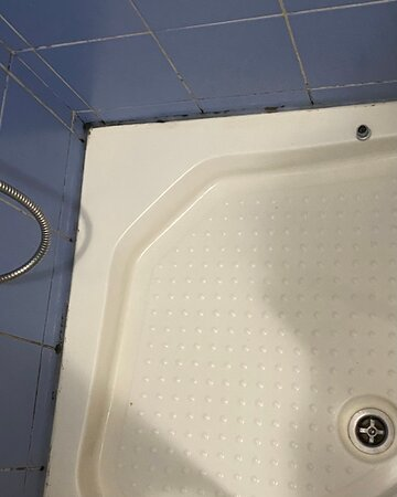 Shower cabin totally molded