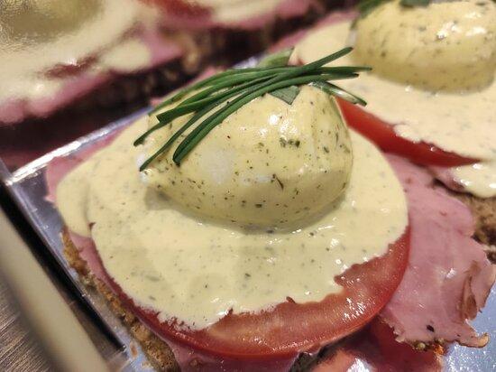 Pefki, Grecia: Benedict eggs! Pork Bao Buns!