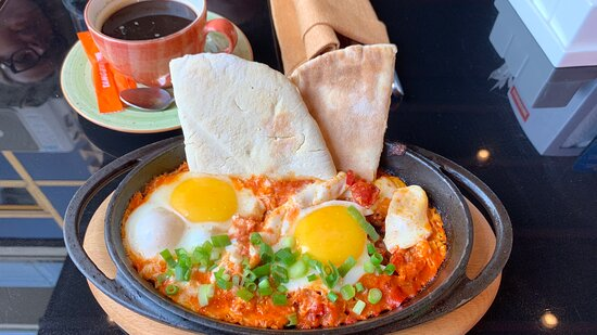 Shakshuka - 7/10. Portion is much smaller than in menu picture. Taste's good.