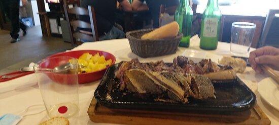 Blimea, Ισπανία: La carne esta riquísima,jugosa,sabrosa,en su punto. Recomendable 100% trato agradable, buen servicio ,buen ambiente y buena calidad precio.