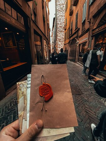 Discover the historic town of Bergamo Città Alta by playing a city-wide escape room full of enigma, mysterious objects and people who you will encounter and will guide you