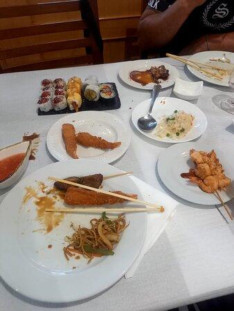 Adoramos e aconselhamos este restaurante de sushi em viseu 🤤 tudo mt fresquinho...muito sushi de fruta como gostamos...donos super simpáticos e atenciosos...com um miminho no final para o nosso filhot...vamos ca voltar concerteza 🥰 mt sucesso
