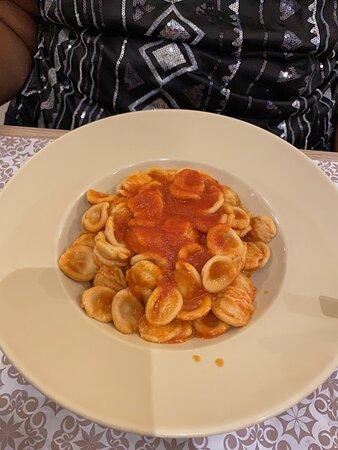 Pâtes en sauce tomate rouge