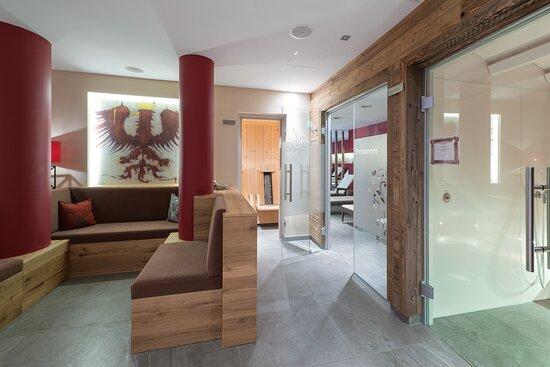 Sauna, Infrarotkabine und Dampfbad im Wellnessbereich Hotel AlpenSchlössl in der Berg und SkiWelt Wilder Kaiser Brixental.