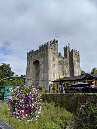 Cliffs of Moher Express Private Luxury Car Tour: Castle
