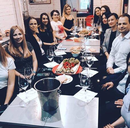 Индивидуальный мастер-класс сомелье для компании в Wine Project