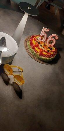 Una scelta per cena e torta di  compleanno adeguati anche in pieno Agosto.