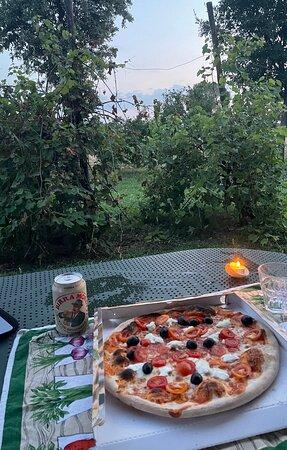 """Pizza """"Primavera"""" (bufala e pomodorini) + olive"""