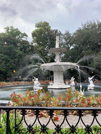 She accepted. - Ảnh của Forsyth Park, Savannah - Tripadvisor