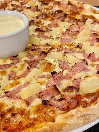 En god Hawaii pizza,  med perfekt botten.