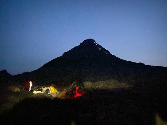 Night Climb to Pico Mountain in Small Groups: piquinho + acampamento