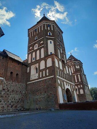 Башня и въездные ворота