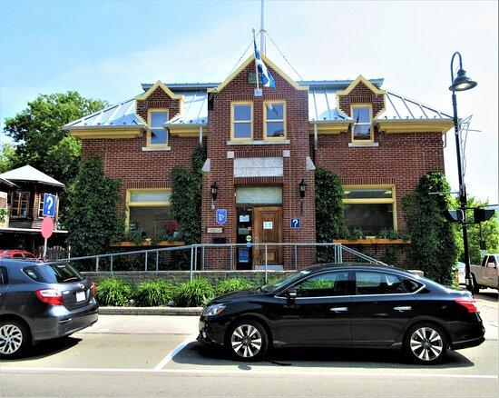 Bureau d'information touristique de Baie Saint-Paul: 6,rue Saint-Jean-Baptiste, Baie Saint-Paul.  Le bureau d'information touristique est ouvert à l'année.  Le bureau est situé à quelques pas de la Caisse populaire et de l'église de Baie Saint-Paul.