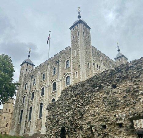 Entrébiljett till Towern inklusive kronjuvelerna och Beefeater-tur-bild