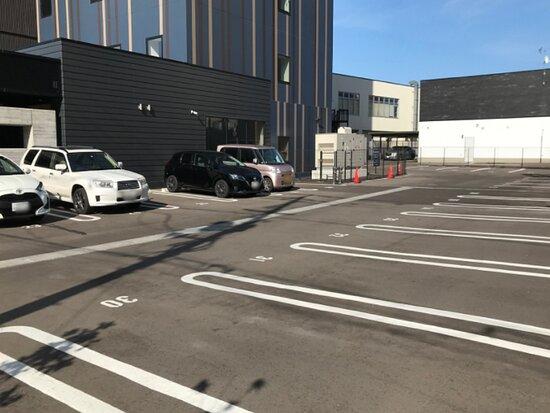 【駐車場】泊1台あたり700円、出し入れ基本不可。予約不可、先着順。