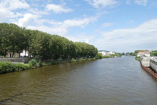 Compiegne, Франция: River Oise in Compiègne