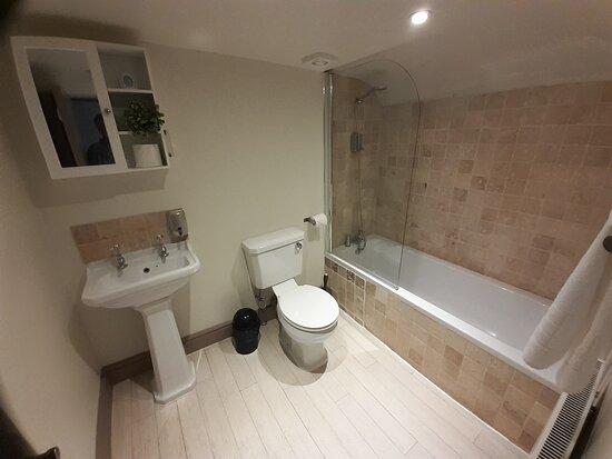 Good bathroom with sloping floor