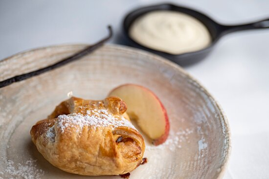 Äppelknyte med hemgjord vaniljsås