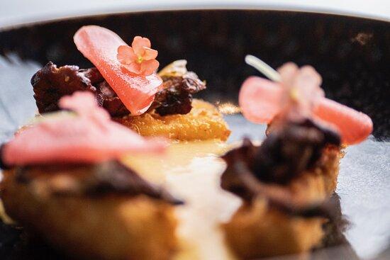 Panerad rotselleri med syrad rättika och sötpotatisskum (veg)