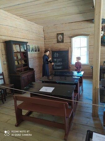 Taltsy, روسيا: Затем нас повезли в  Тальцы - эту деревню воспроизвели из старинных домов свезенных со всей области. Замечательная задумка. Непременно съездите в это место! Сибирскую жизнь я видела только в фильмах. Ощущения потрясающие