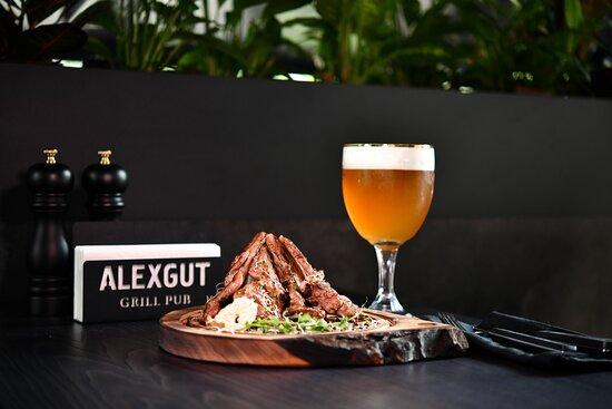 Alexgut Grill Pub - місце смачних вражень. Ароматне м'ясо на грилі, затишна атмосфера відпочинку, улюблені напої та авторські рецепти.