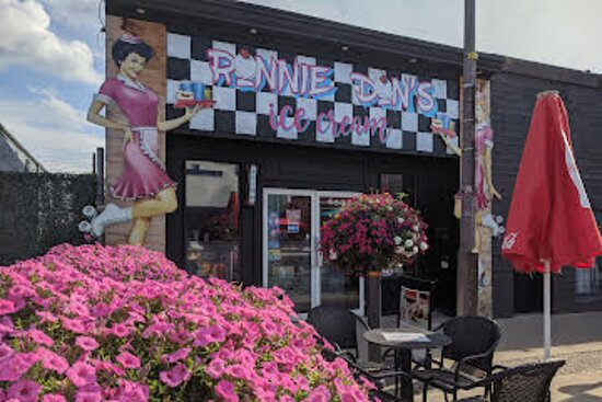 Ниагара Фолс, Канада: Best Best ice cream shop we have been in great customer service very friendly and the portions  are large..music is great oldies but goodies. It's on Queen Street in Niagara Falls Ontario. We will return. Thank you