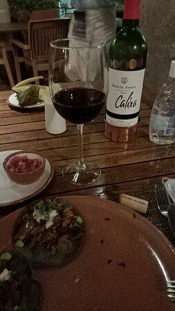El mejor lugar para comer y cenar de Morelia. Excelente servicio y excelentes platillos.