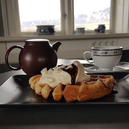 Vopnafjordur, Islândia: Waffle, whipped cream and tea or coffee,