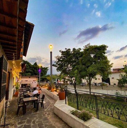 Giron, Колумбия: Somos un restaurante a cielo abierto, ubicado sobre la emblemática Alameda Las Nieves, hoy en día considerada símbolo del turismo gastronómico del área metropolitana de Bucaramanga