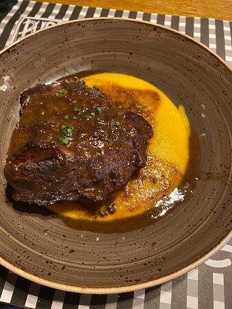 Muy buen servicio y platos  La carne espectacular
