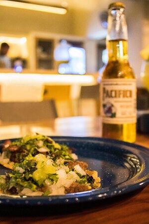 Holbox Island, المكسيك: Temoc es más que un restaurante. Es Cocina con Cultura; son Tacos y Mezcal.