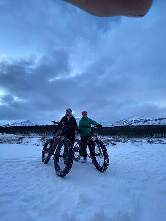 Ushuaia extremo es súper recomendable. La atención inmejorable, de parte de su dueño y de los guías, en particular Charly! La excursión en bicicleta  fat Electrica por la nieve es una Excelente propuesta para las vacaciones de invierno. Divertida, pasa por lugares soñados.  Volveremos pronto! Muchas gracias!