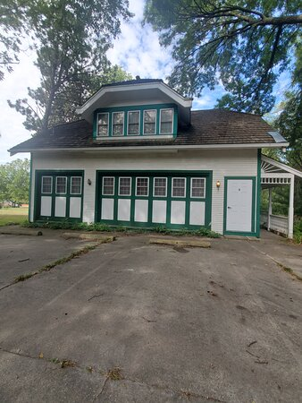 Atlantic, Iowa: This carriage house blew me away such a nice suprise