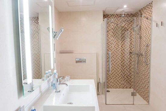 Shower in the Premium room category